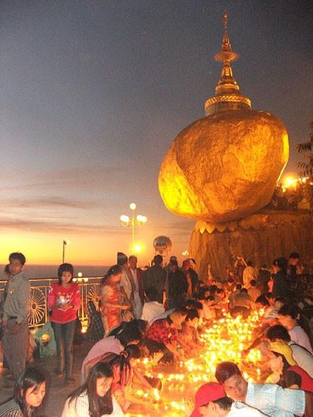 du-lich-Myanmar-chua-vang- Tang-da-vang- Golden- Rock