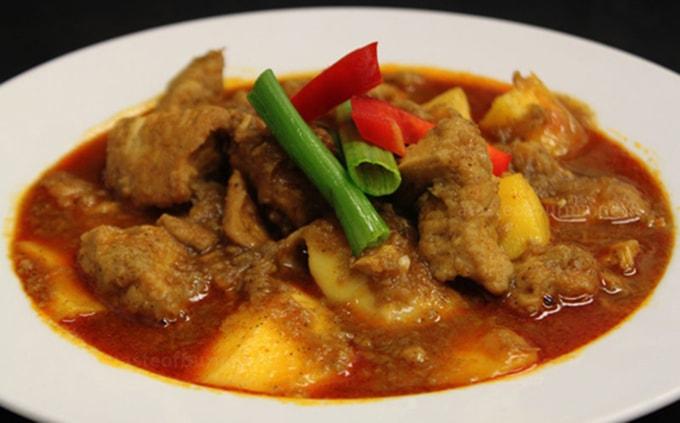 Món cà ri đậm đà hương vị Myanmar